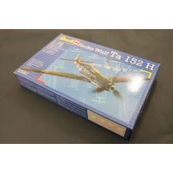 Сборная модель самолета Focke Wulf TA152 масштаб 1:72 Revell